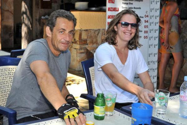 ساركوزي يحيي حفلا موسيقيا بأحد مطاعم الدار البيضاء