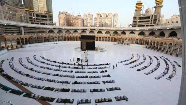 السعودية تعلن عودة العمرة والزيارة تدريجيا وتحدد الموعد