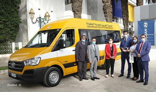 """الأميرة """"للا زينب"""" تستقبل الرئيس المدير العام لمجموعة بقشان المغرب (هيونداي)"""