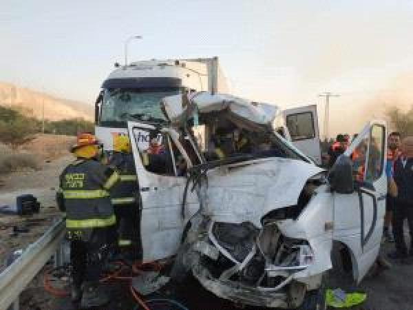 مصرع 6 وأشخاص إصابة 10 آخرين في حادثة سير وسط مصر