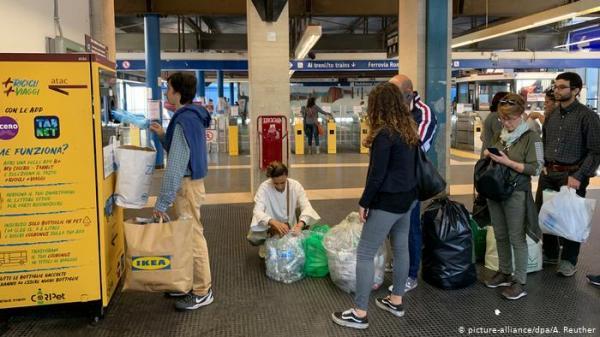 القناني البلاستيكية وسيلة جديدة لشراء تذاكر المواصلات