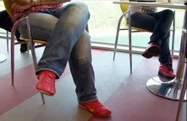 هذه هي أضرار وضع الساق على الأخرى!!