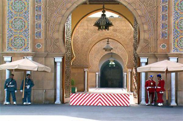 اعتقال موظفين في القصر الملكي بتهمة النصب والاحتيال