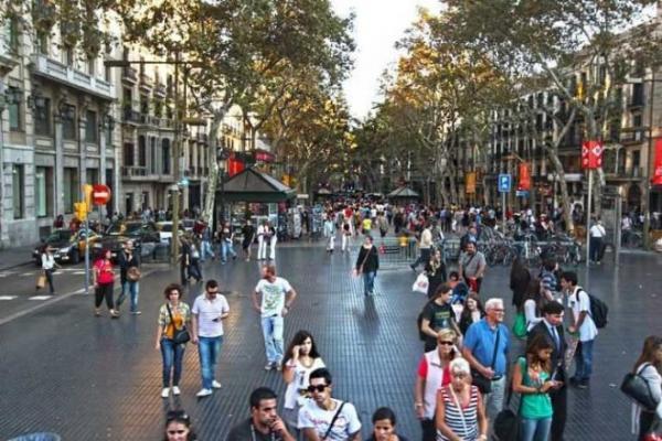 مئات الآلاف من المغاربة مهددون بالتخلي عن جنسيتهم المغربية بإسبانيا