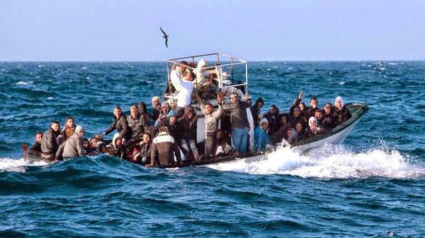 مصدر عسكري يكشف تفاصيل انقاذ البحرية الملكية لـ86  حراك مغربي من الموت