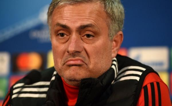 جماهير مانشتر يونايتد تحاول إقالة مورينيو بطريقتها الخاصة