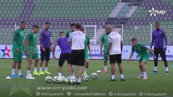 المنتخب المغربي يتدرب على أرضية ملعب وجدة استعدادا لودية ليبيا