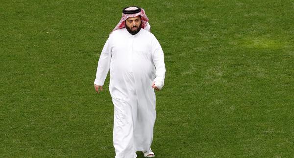 """وعكة صحية تدخل """"تركي آل الشيخ"""" إلى المستشفى"""