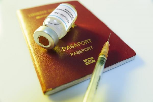 لدعم السياحة..  إسبانيا تطالب بإصدار بطاقة تطعيم أوروبية
