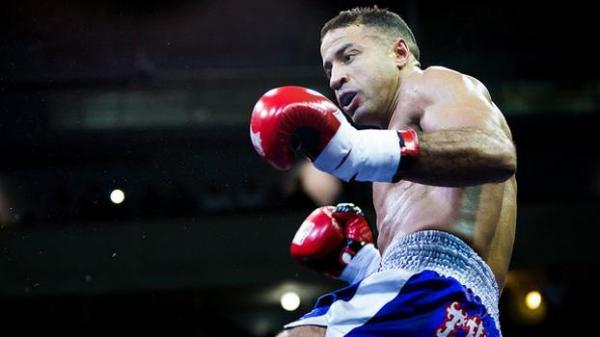 الملاكم المغربي رشيد بومالك يحرز لقب بطولة العالم للملاكمة العربية للمحترفين
