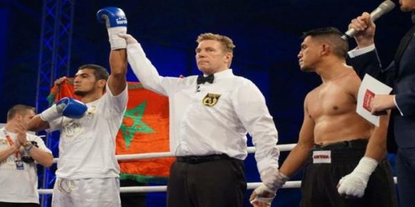الفوز العاشر تواليا للبطل محمد ربيعي في الملاكمة الاحترافية (فيديو)