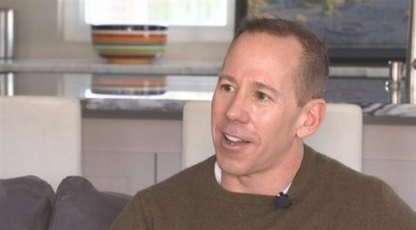 أمريكي يعرض 25 ألف دولار لمن يساعده على العثور على شريكة حياته