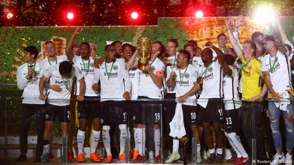 فرانكفورت يصعق البايرن ويخطف منه كأس ألمانيا في نهائي مثير