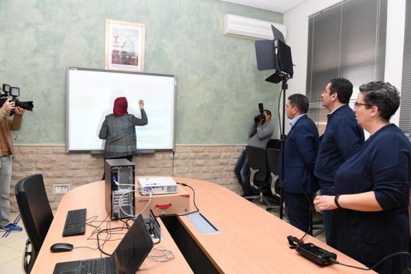 وزارة أمزازي تطلق رقما أخضر لأولياء الأمور و التلاميذ بخصوص التعليم عن بعد