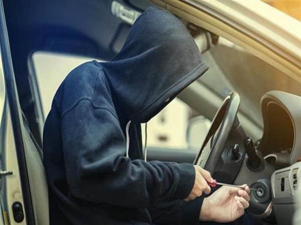 """عصابة خطيرة تستخدم """"حيلة جهنمية"""" لسرقة السيارات في وجدة"""