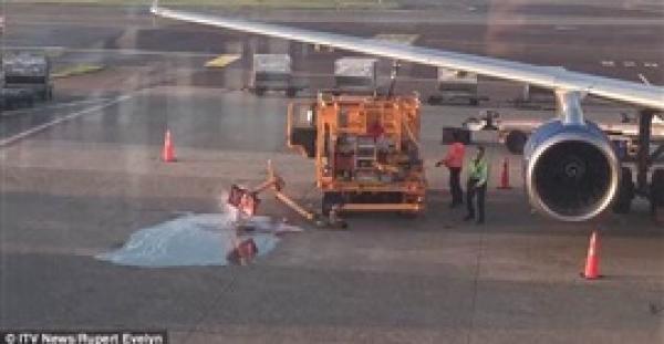 تسرب وقود على أرض مطار بسبب انشغال عاملين (فيديو)