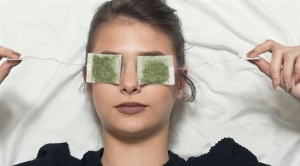 طرق بسيطة لإزالة الأكياس تحت العيون