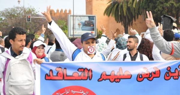 """الأساتذة المتعاقدون يصعدون ضد وزارة """"أمزازي"""" و يعلنون عن إضرابات وطنية جديدة"""
