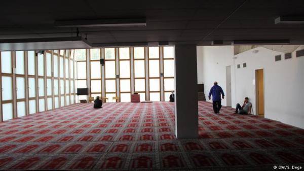 سوري يطعن مغربياً ويختبئ في مسجد بكولونيا