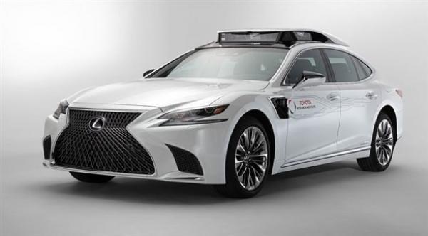 تويوتا تكشف سيارة آلية القيادة