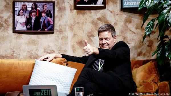 زعيم حزب الخضر بألمانيا: أولادي دنماركيون أكثر منهم ألمان!