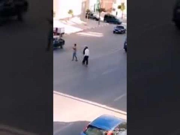 بعد انتشار الفيديو..القبض على الشخص الذي زرع الرعب في نفوس أصحاب السيارات بتاوريرت (فيديو)