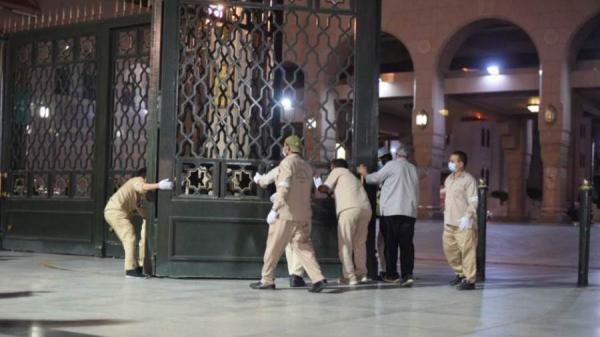 بالفيديو: المسجد النبوي يفتح أبوابه لاستقبال المصلين لأداء صلاة الفجر
