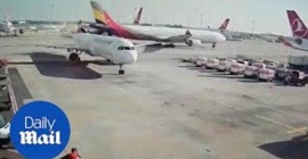 مشهد غريب لحادث تصادم طائرتين في تركيا (فيديو)