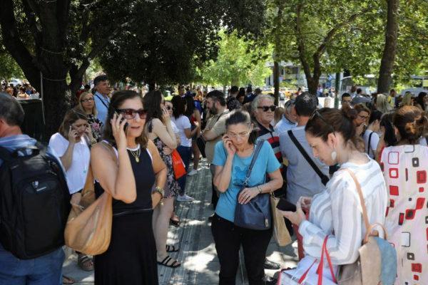 رعب في شوارع العاصمة اليونانية أثينا بعد زلزال قوي (فيديو)