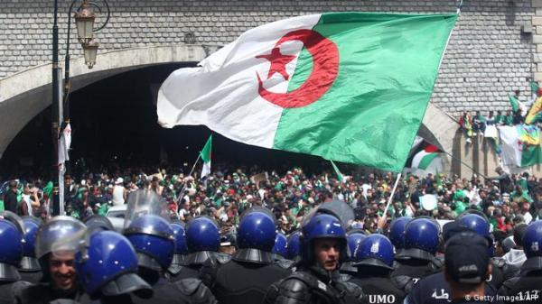 الاحتجاجات الجزائرية تدخل منعطفا خطيرا وهذه آخر المستجدات الميدانية