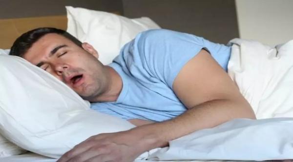 ما هي أسباب سيلان اللعاب أثناء النوم وكيف يمكن تفاديه؟