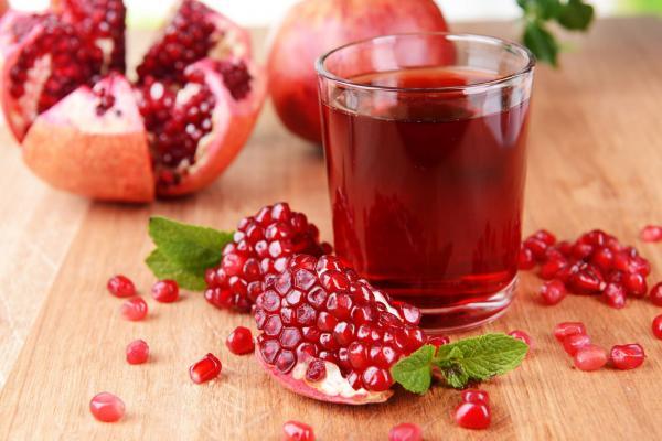 """9 مشروبات يحددها الاطباء  كـ""""إكسير للحياة""""لدورها في إطالة عمر الإنسان"""