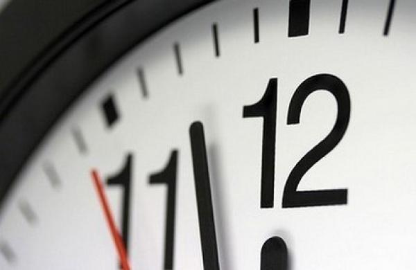 """المحكمة الدستورية تحسم في قضية اعتماد """"الساعة الإضافية"""""""