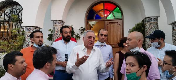 المحامون الشباب يتضامنون مع قيدوم المحامين محمد زيان ويزورونه بمنزله