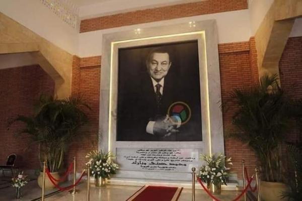 """قضية """"بذخ قبر مبارك"""" تثير ضجة في مصر (صور)"""