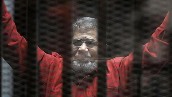 مصادر تكشف آخر ما قاله الرئيس الراحل محمد مرسي قبل وفاته بدقائق