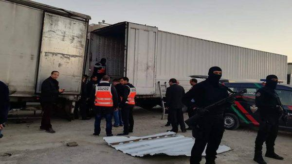 """تفاصيل مثيرة عن عملية حجز أطنان من المخدرات محملة على متن """"رموك"""" بأحد أحياء طنجة"""