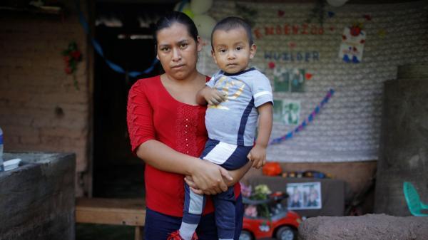 تعثر على طفلها  وحيدا على بعد مئات الأميال من وطنه فى المكسيك