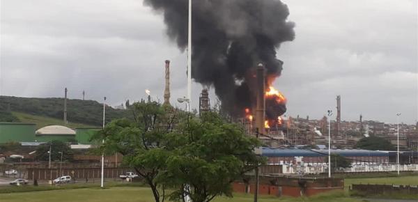 انفجار ضخم يضرب ثاني أكبر مصفاة للنفط في جنوب أفريقيا(فيديو)
