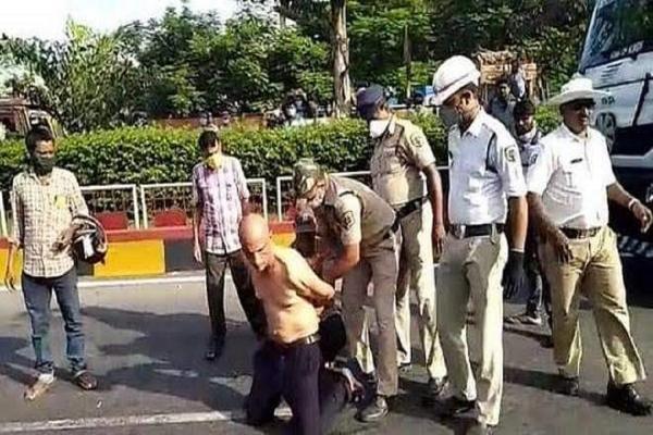 اعتقال طبيب هندي وإدخاله إلى مشفى الأمراض العقلية بعد احتجاجه على نقص المعدات الوقائية