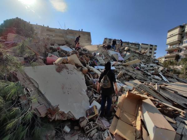 زلزال تركيا يخلف قتلى وجرحى وفرنسا والناتو يعرضان عليها المساعدة