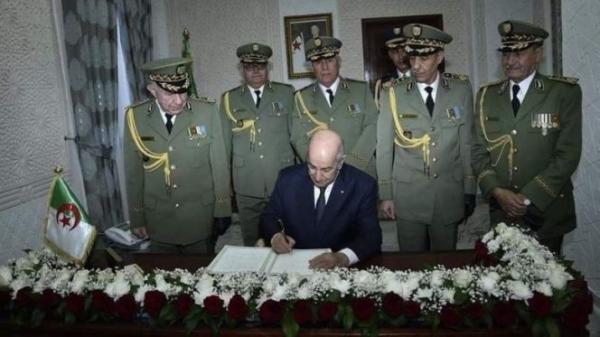 باحث جامعي: الجزائر.. نظام حكم يرتكز على مركزية الجيش، الاستبداد والتزوير الانتخابي