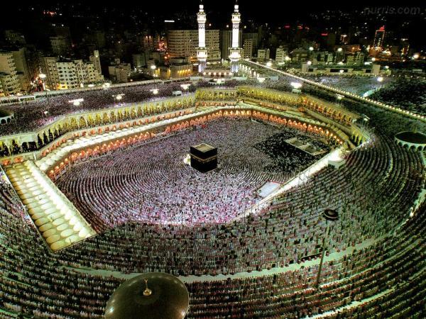 """قرار مثير للجدل بالسعودية بخصوص """"إغلاق"""" المحلات التجارية وقت الصلاة"""