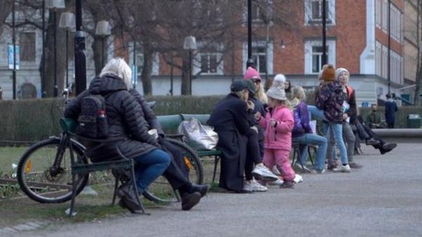 وباء كورونا: السويد تتعامل بطريقة غير عادية مع الفيروس وترفض الحظر