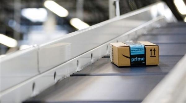 أمازون تتبرع بالمنتجات غير المباعة بدلاً من إتلافها