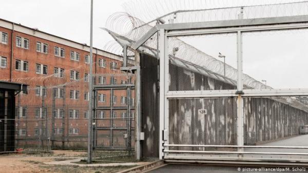 ألمانيا - سجين أجنبي يحتجز امرأة كرهينة في سجن لوبيك