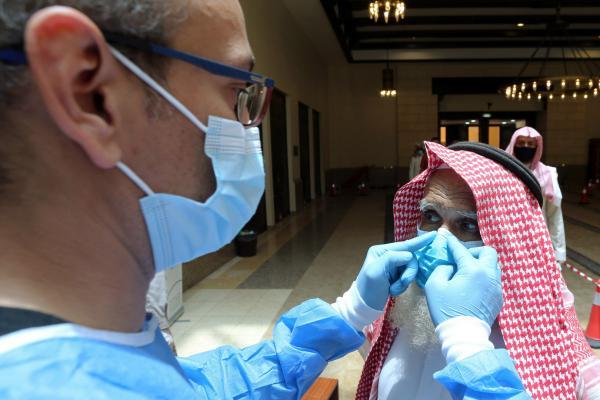 دولة عربية تعلن التوقف عن نشر حالات الإصابة بكورونا