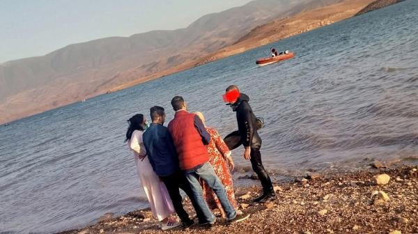 مؤلم وبالفيديو... أسرة غريق بحيرة بين الويدان تنتظر إخراج جثة ابنهم الأربعيني والبحث متواصل من طرف الغواصين