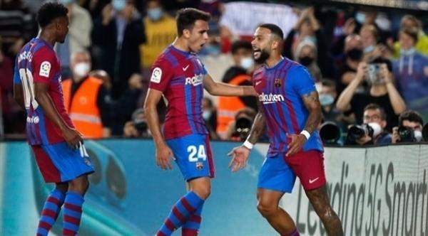 برشلونة يستعد للكلاسيكو بثلاثية أمام فالنسيا