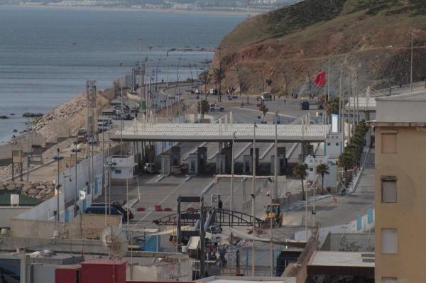 3000 عامل مغربي بسبتة المحتلة يطالبون بفتح الحدود لتفادي فقدان وظائفهم
